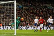 De Gea detiene un balón lanzado por Harry Kane en el Tottenham - United.