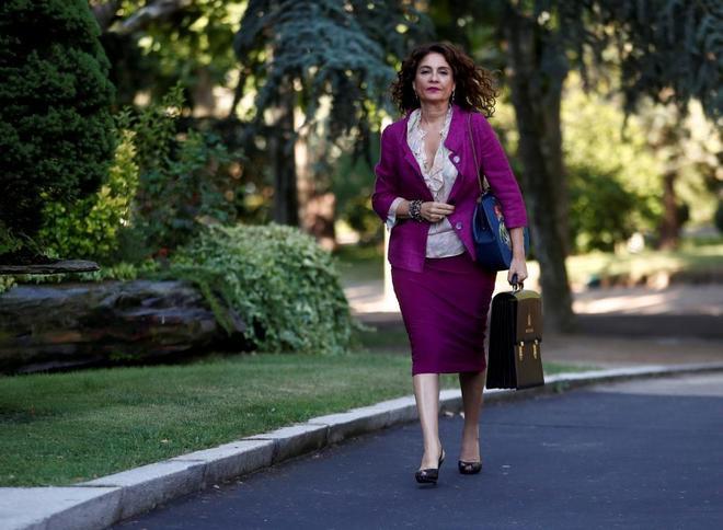 La ministra de Hacienda, María Jesús Montero, llega al Palacio de La Moncloa