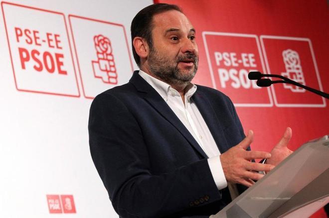 El ministro de Fomento y secretario de Organización del PSOE, José...
