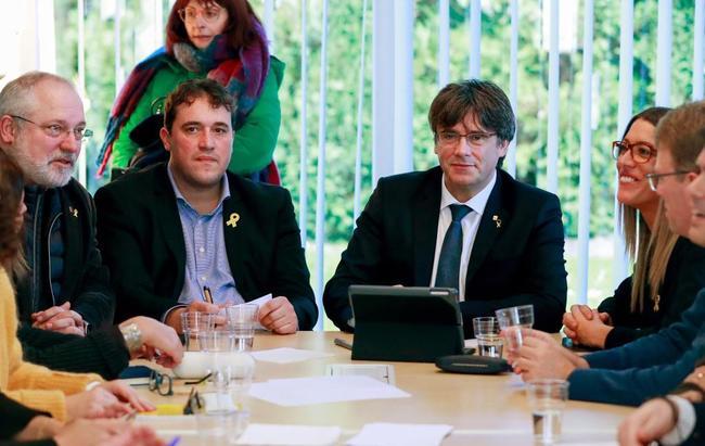 El ex presidente Puigdemont y el presidente del PDeCAT, David...