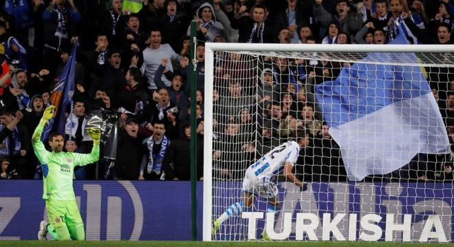 Willian José (d) celebra su segundo gol ante el Espanyol.