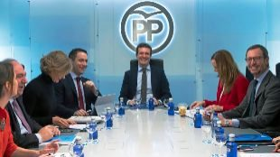 El presidente del PP, Pablo Casado, al frente del Comité de...