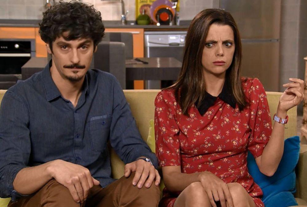 Javi (Antonio Pagudo) y Lola (Macarena Gómez) en una escena de La que...