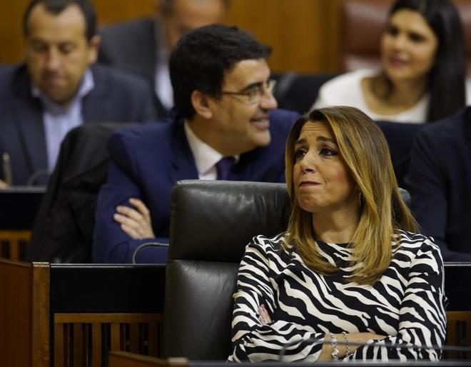 Susana Díaz, en primer término y detrás, Mario Jiménez.