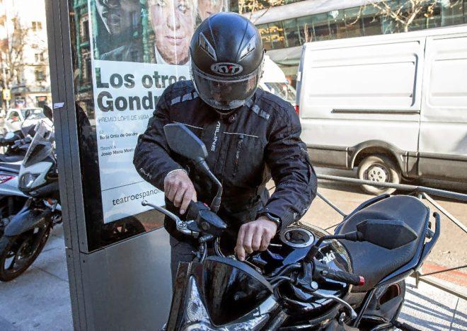 El chófer de Luis Bárcenas, Sergio Ríos, a su llegada a la...