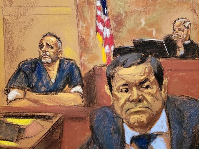 Alex Cifuentes, ex secretario de Joaquín 'El Chapo' Guzmán, y el narcotraficante, durante el juicio.