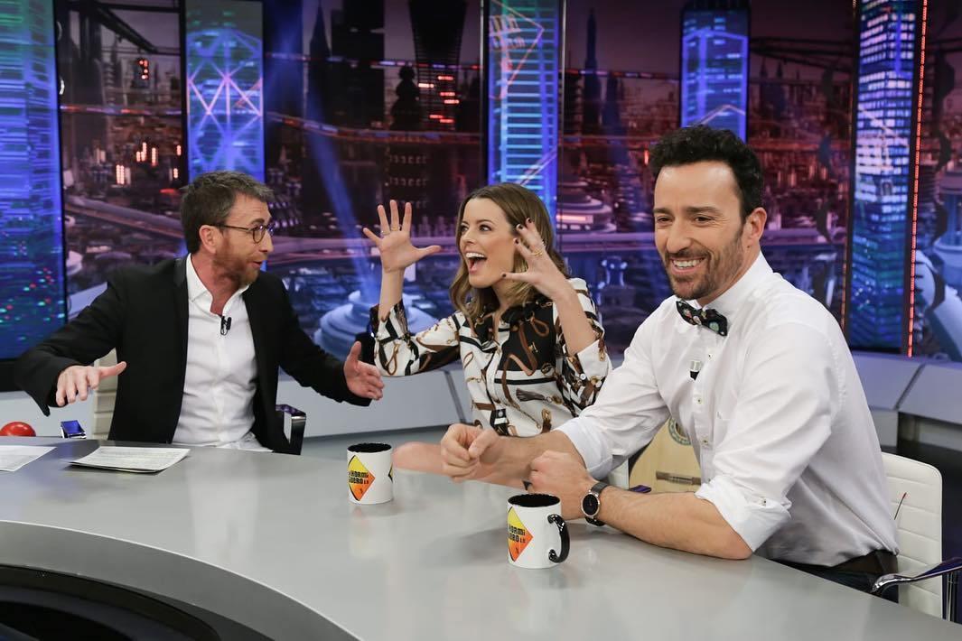Pablo Motos junto a los actores Adriana Torrebejano y Pablo Puyol en...