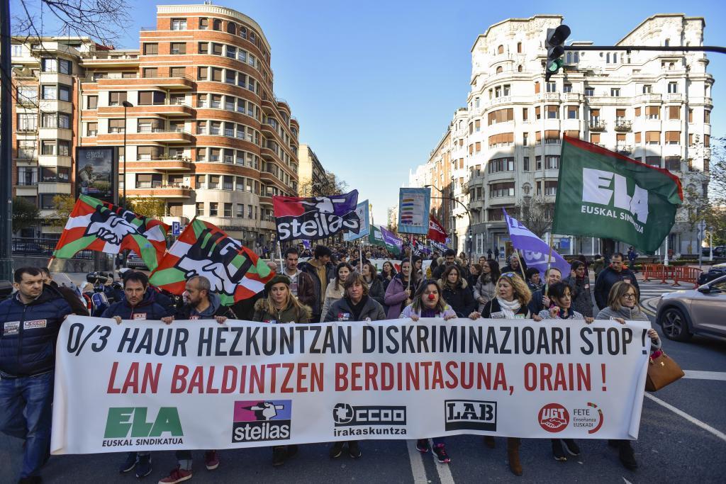Trabajadores de colegios concertados durante una de las manifestaciones celebradas en Bilbao.