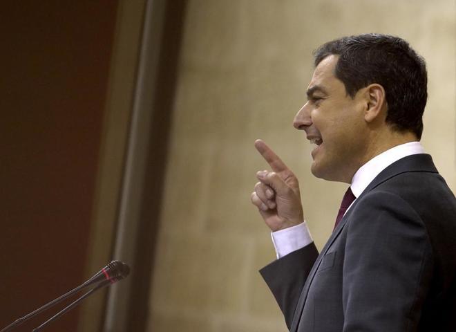El candidato del PP, Juanma Moreno, durante el debate para su investidura como presidente de Andalucía