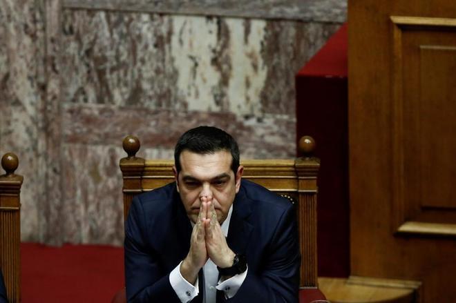 El primer ministro griego, Alexis Tsipras, asiste a una sesión en el Parlamento de Atenas, en Grecia.
