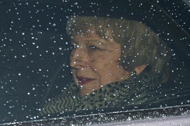 La primera ministra británica, Theresa May, abandona el número 10 de Downing Street.