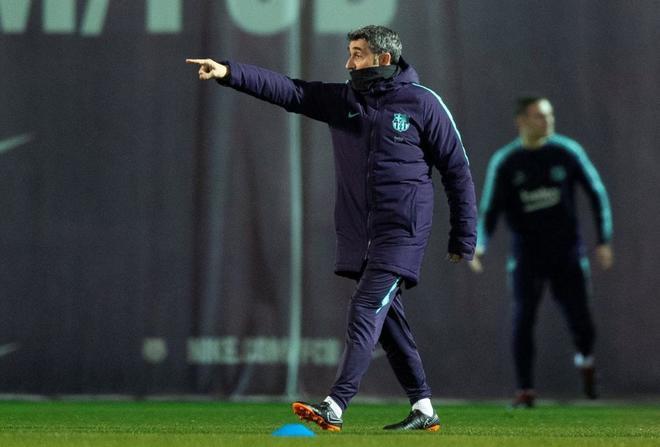 Ernesto Valverde, técnico del Barcelona, en el entrenamiento de este miércoles.
