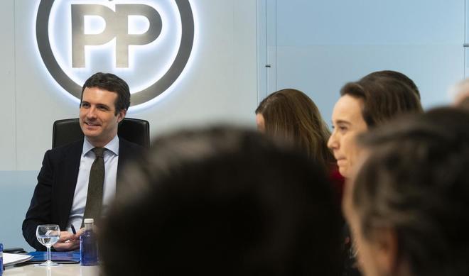 El presidente del PP, Pablo Casado, a la cabeza del Comité de...
