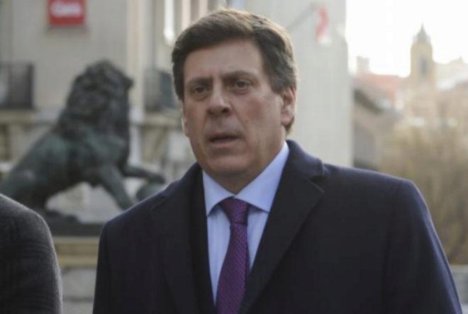 Juan Carlos Quer, en una imagen de archivo junto al Congreso de los Diputados.