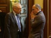 Carles Campuzano (PDeCAT) dialoga con el diputado socialista Rafael...