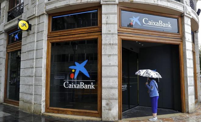 Caixabank comunica a los sindicatos que despedir a for Oficinas caixabank madrid