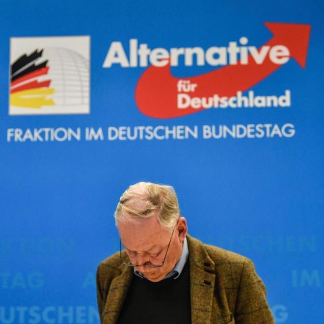 El copresidente de la ultraderechista AfD, Alexander Gauland, ofrece una rueda de prensa en Berlín.