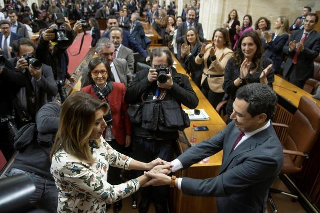 La ex presidenta de Andalucía Susana Díaz con el presidente andaluz, Juan Manuel Moreno Bonilla.