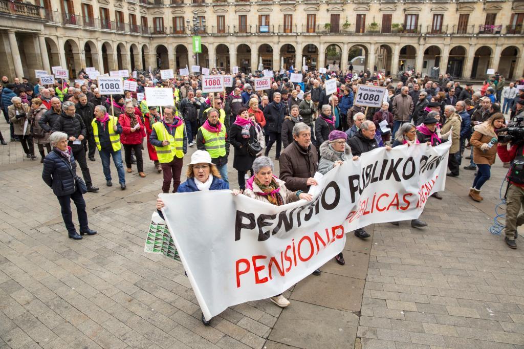 Concentración de pensionistas en Vitoria.