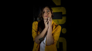 Abril Zamora, como Luna, en la serie 'Vis a vis'.