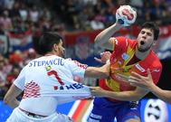 Dani Dujshebaev ataca ante Stepancic, este jueves, en Múnich.