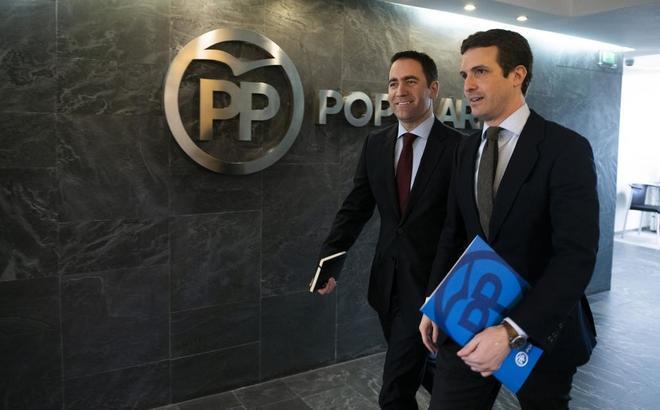 El presidente y el secretario general del PP, Pablo Casado y Teodoro...