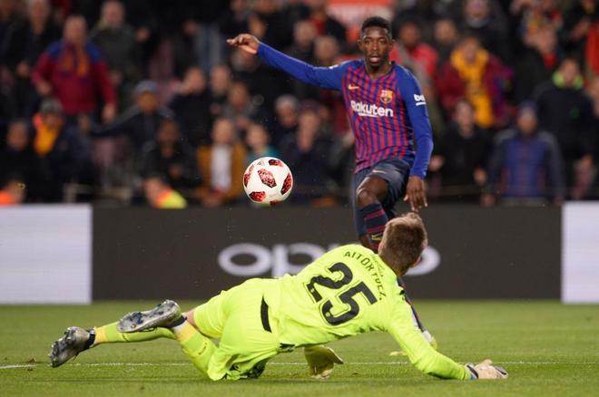 Dembélé anota uno de sus goles ante el Levante, en Copa.