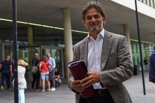 Oriol Pujol a su salida de la Ciudad de la Justicia de Barcelona hace...