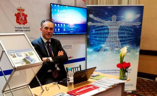 Juan Carlos Garcés, en el stand español de la Feria de Tecnología...