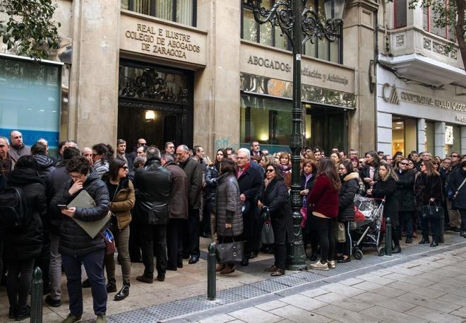 Concentración a las puertas del Colegio de Abogados de Zaragoza por...