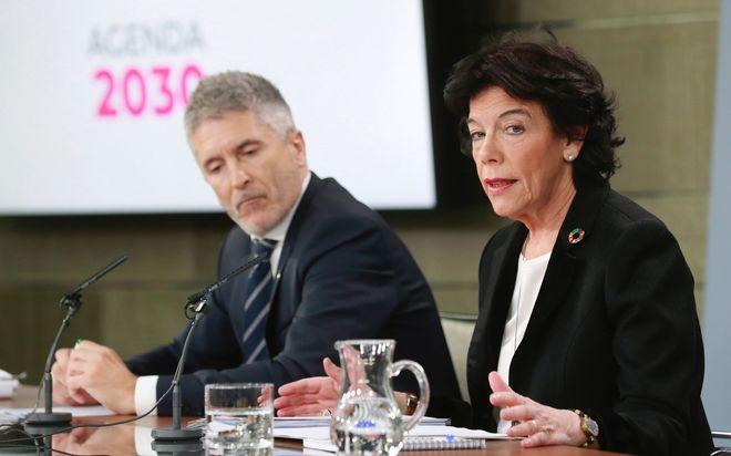 El ministro de Interior, Fernando Grande-Marlaska, y la ministra portavoz, Isabel Celaá.