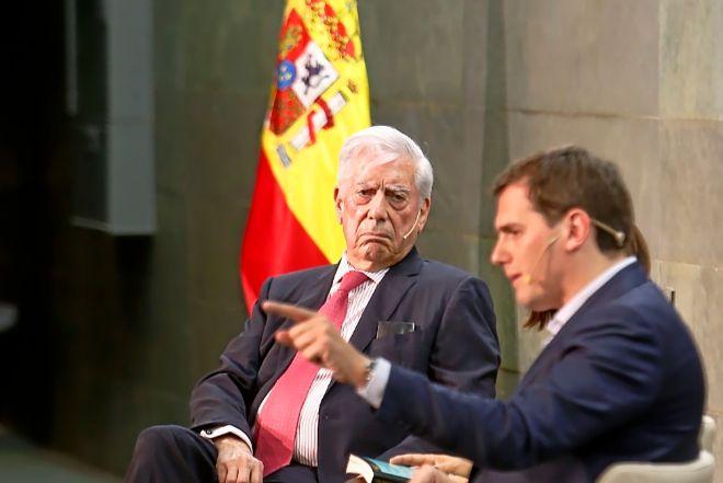 Vargas Llosa y Albert Rivera en la presentación del libro del peruano.