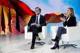 El ex presidente del Gobierno, Mariano Rajoy, junto a la presidenta...