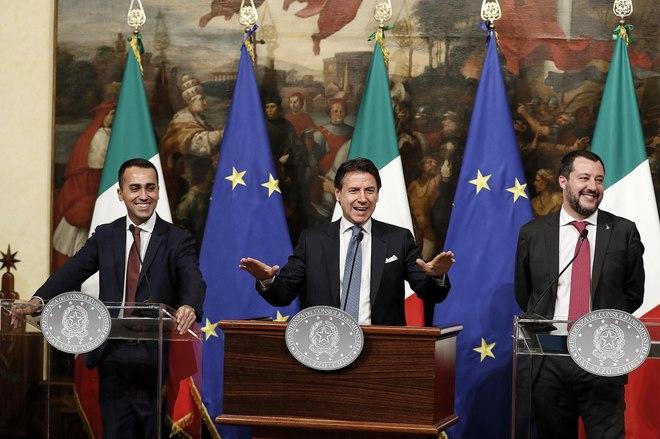 El primer ministro italiano, Giuseppe Conte, junto a sus vicepresidentes Luigi Di Maio y Matteo Salvini.
