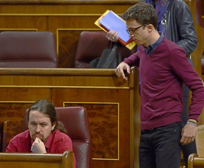 El secretario general de Podemos, Pablo Iglesias, y el diputado Iñigo Errejón en el Congreso