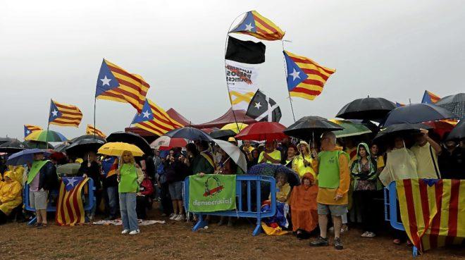 Acto de apoyo a los políticos independentistas presos celebrado en la puerta de Lledoners