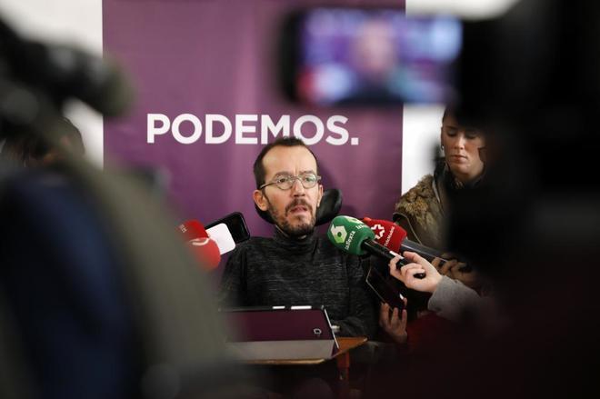 Pablo Echenique atiende a los medios antes de la reunión del Comité...