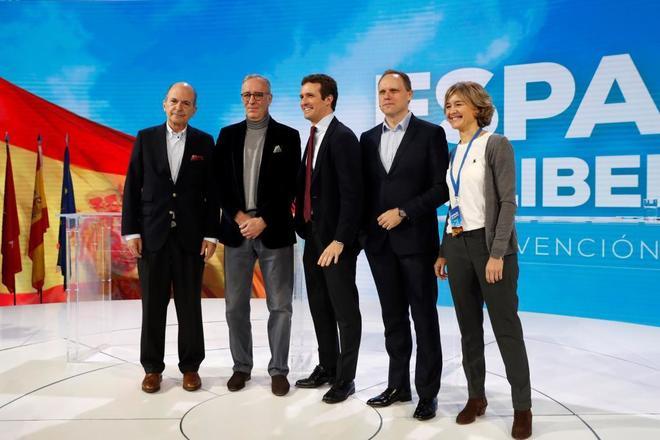 De izqda. a dcha., Carlos Rodríguez Braun, Lorenzo Bernaldo de Quiros, Pablo Casado, Daniel Lacalle e Isabel García Tejerina, en la convención del PP.