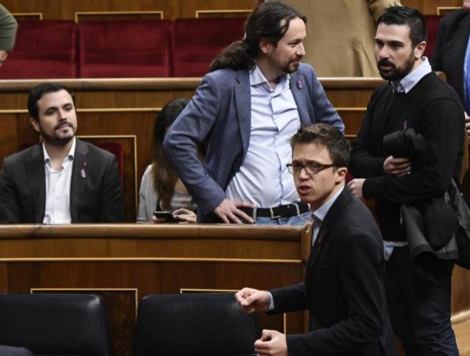 Alberto Garzón, Pablo Iglesias, Íñigo Errejón y Ramón Espinar, el pasado diciembre en el Congreso.