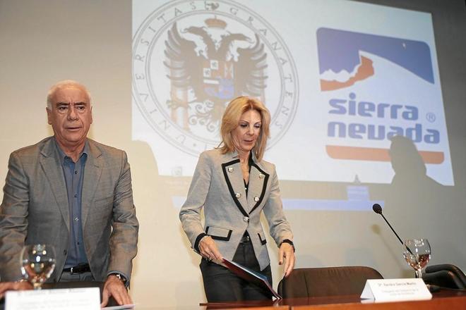 La consejera delegada de Cetursa, María José López, junto al ex consejero Luciano Alonso.