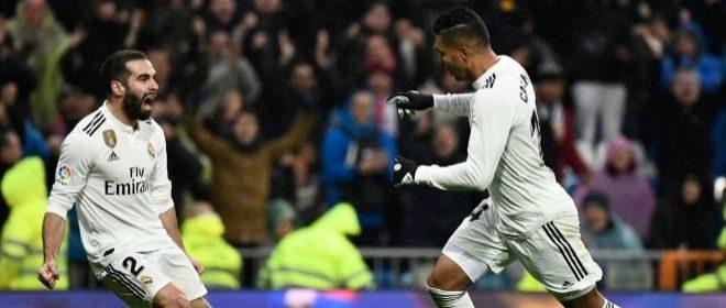 Casemiro festeja junto a Carvajal el primer gol del Real Madrid.