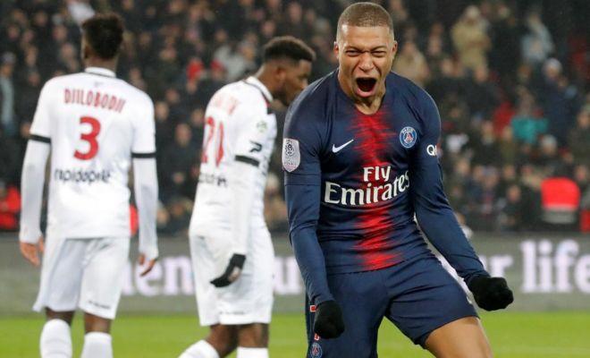 Mbappé festeja el octavo gol de la noche en el Parque de los Príncipes.
