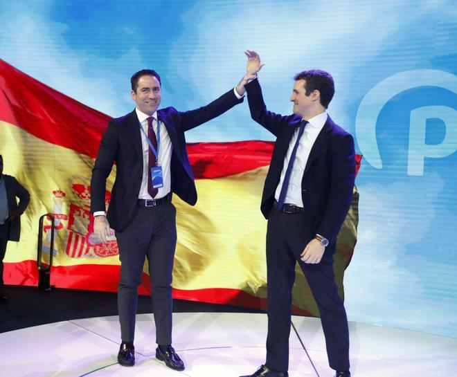 Teodoro García Egea y Pablo Casado, en la clausura de la Convención...
