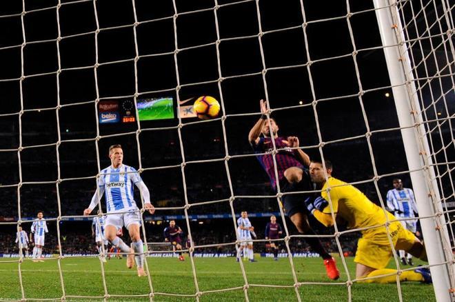 Luis Suárez marca el segundo gol del Barcelona ante el Leganés.