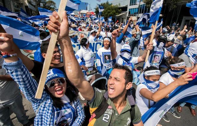 Nicaragüenses residentes en Costa Rica protestan contra el gobierno de Ortega en San Jose, ayer.