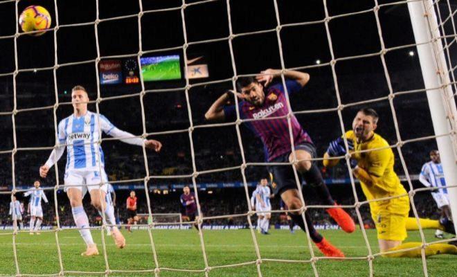 Suárez y Cuéllar, en la acción del 2-1 en el Camp Nou.