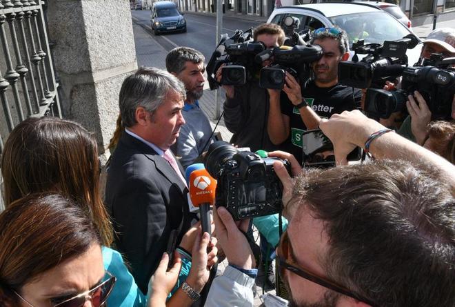 Imagen de archivo de uno de los abogados de la Manada a la salida del juzgado de Pozoblanco.