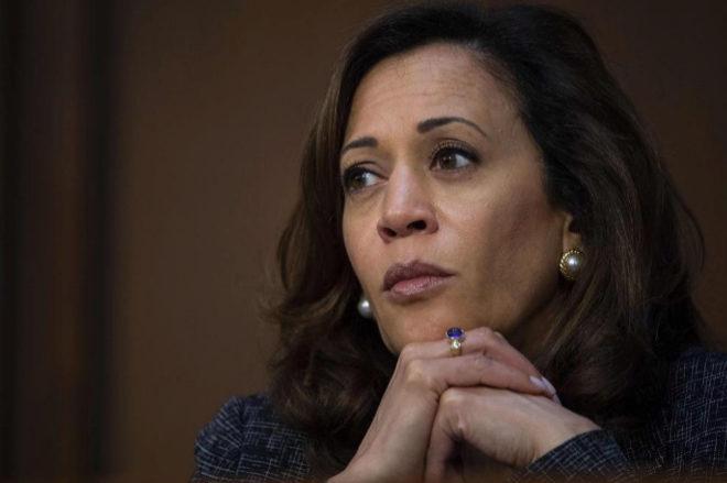 Kamala Harris atiende durante un Comité de Inteligencia celebrado en junio en el Senado.