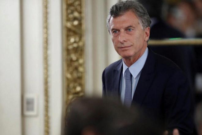 El presidente de Argentina anuncia en la Casa Rosada la firma de este decreto.