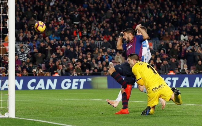 Luis Suárez marca el segundo gol del Barcelona al Leganés, tanto concedido por el VAR.